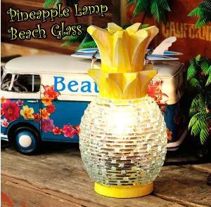 ガラスと木の素朴で美しいパイナップルランプ