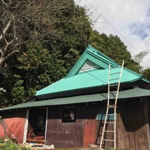 古民家再生 屋根の波板と、窓枠とか