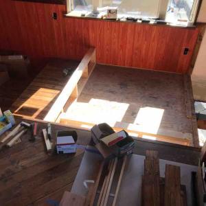 港の家 造作ソファーとダイニングスペース