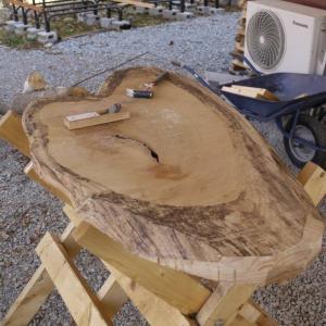 一枚板テーブル作りに挑戦