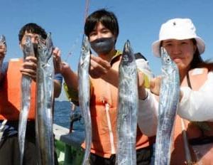 【愛知・三重】沖釣り最新釣果 タチウオ釣りで良型混じり3ケタ達成も