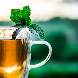 麦茶作りには岩崎工業のタテヨコスクエアピッチャーがオススメ!横置きもできて収納しやすい