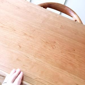 ようやく来た!木の温もりが感じられるダイニングテーブル☆