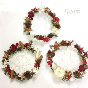 【ママのバ講座・生徒様作品】クリスマス花材を散りばめたレーシーフレームのクリスマスリース♡