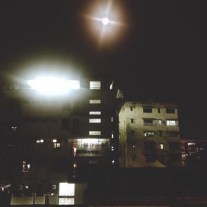 満月の夜にはー。
