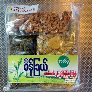 ミャンマー料理を食べる