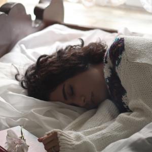 ちょっと待って!睡眠前に「ブルーライト」を見ることへの恐怖