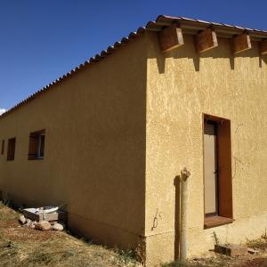 外壁の漆喰(プロ施工)後半と屋根の瓦葺き