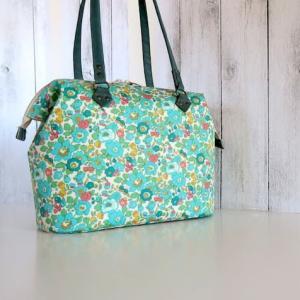 雨の日が多い日本用バッグ