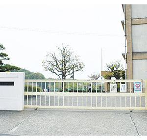 授業中の事故死「管理不十分」....5年前、校門前で絵を描いていた小6男子、車に轢かれ死亡した事故/神奈川・第三者委員会