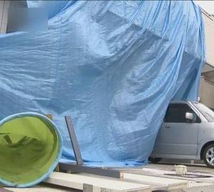 「ブレーキがきかなかった!?」 車が住宅に突っ込みリビングの女性がけが/兵庫・伊丹市