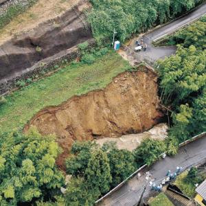 土砂崩れ 大雨で道路のり面崩れる けが人なし/石川・金沢市