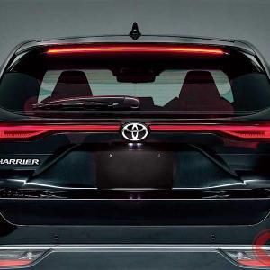 新型は「ケツ」勝負!? なぜ横一文字テールランプ採用? トヨタ&レクサスの統一デザインの狙い