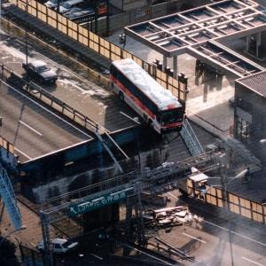 【阪神大震災】高速道路から落下免れたバス「僕たちこれに乗ってたんです」 大震災を伝え続ける運転手