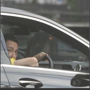 お笑いトリオ・我が家坪倉 一方通行を無視!帰宅途中に高級外車で堂々の逆走姿