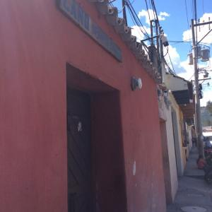 グアテマラ・アンティグアの警察はすごい!!iPhone盗難の翌日も警察官と被害の確認!!