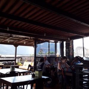 グアテマラ・アンティグアのお洒落カフェと、ファストフードフライドチキン屋の砂肝・レバー唐揚げ♡♡