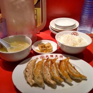 新宿2丁目交差点そばの大阪王将 新宿店にて元祖焼餃子とごはんセットランチ