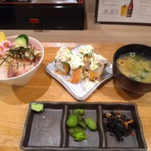 ルミネのカウンター寿司『すし たけかわ』で海鮮丼とロール寿司セット