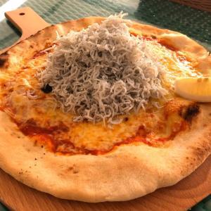 「Miele」(兵庫県淡路市) 淡路島名物、釜揚げしらす乗せ放題の豪快なピザ!