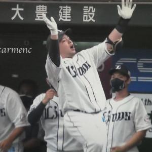 浦和学院対決先輩の勝ち。久々穂高どすこい18号2ラン〜☆また打ってね