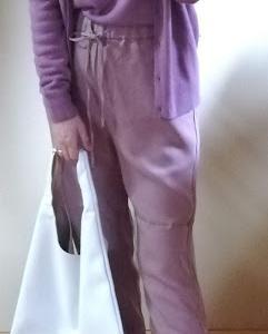 GUのドロストジョガーパンツとソフトリッチVネックセーターとカーデ合わせ(着画)新作小物も❤