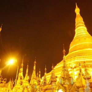 ヤンゴンに来たら必ず訪れるシュエダゴン・パヤー