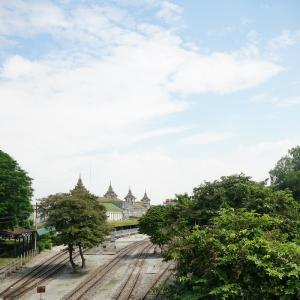 今のうちにヤンゴン中央駅へ。ミャンマーで日本の車両に出会う