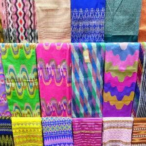 ミャンマーでも素敵な布にであう