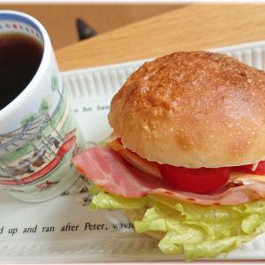 本日の朝ごはんと、おやつ。