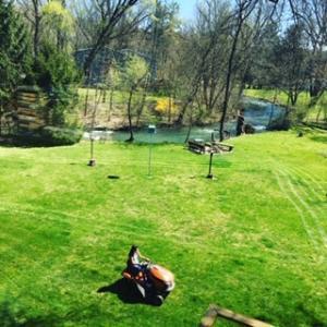 芝を刈る少女♡