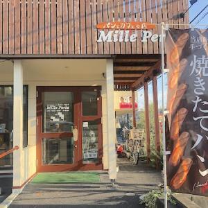 ミッレ ペルラの店内でパンを。 町田市