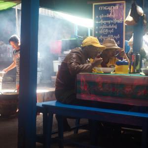 シャン州カローの市場にて