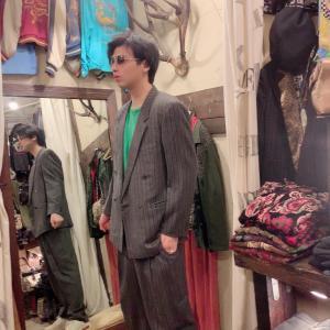 ベルサーチのスーツ‼️値切る‼️