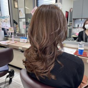 貴女の髪質を細かく見極めて綺麗にしていきます