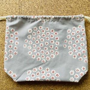 マリメッコの生地で巾着袋を作りました。