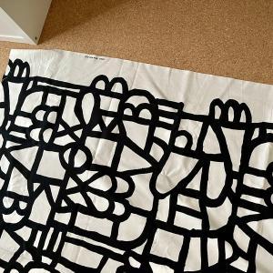 IKEAの布地(SKUGGBRÄCKA スクッグブレッカ)でオットマンのカバーを作りました。