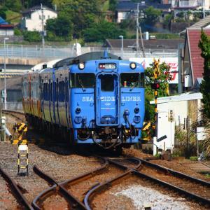 JR九州 大村線 キハ66・67形 SSL色&ハウステンボスライナー 快速シーサイドライナー 岩松駅 (2018.05.12)