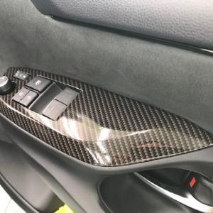 2021/6 トヨタ・GRヤリスのウィンドウスイッチ部分へハイグロスカーボンラッピング