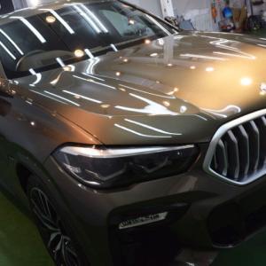 2021/7 BMW・X6(マンハッタンメタリック)新車時に他店様でコーティングされておられたようですが全体に雨染み、窓ガラスも同様に‥1年程度ですが再施工です。 札幌市豊平区より【スタンダードガラスコーティング】PRO PCX-S8(撥水・艶・対すり傷・防汚性)のご利用頂きまして誠にありがとうございました。