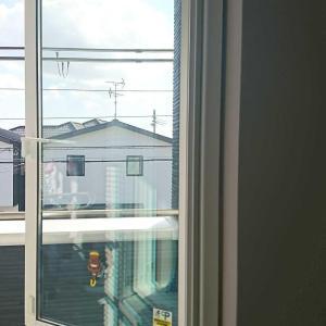 軒と縦滑り窓について