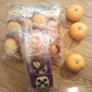 女性からお正月のお菓子を頂きました