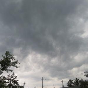 怪しい雲行き・・・この後すぐ,ものすごい雷雨へと