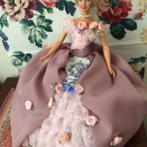 バービーちゃんのプリンセスドレスと帽子