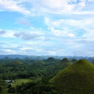 フィリピン世界遺産 チョコレートヒルズでジャンプ – ボホール島