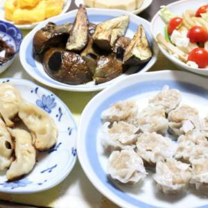 おばあの好物、冷凍餃子と冷蔵焼売の食べ比べ!チキンラーメンも追加って贅沢すぎるよ!