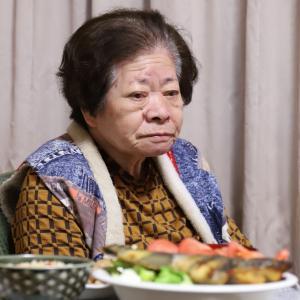 86歳のおばあが2色のパプリカで和食を彩る、炊き込みごはんと味噌汁