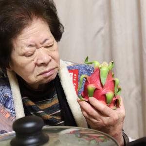 緊急事態宣言中だからこそ、食を楽しむおばあに贈る奇妙な姿の悪魔の実、ドラゴンフルーツ!