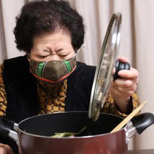 おばあはマスクで怒り顔!?まさかのすき焼き失敗で、機嫌悪いんか、おばあ!
