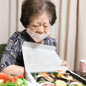 おばあが『女子会』再開の喜びを孫におすそ分け!?仕出し屋の豪華弁当と追加の手料理で大満足!